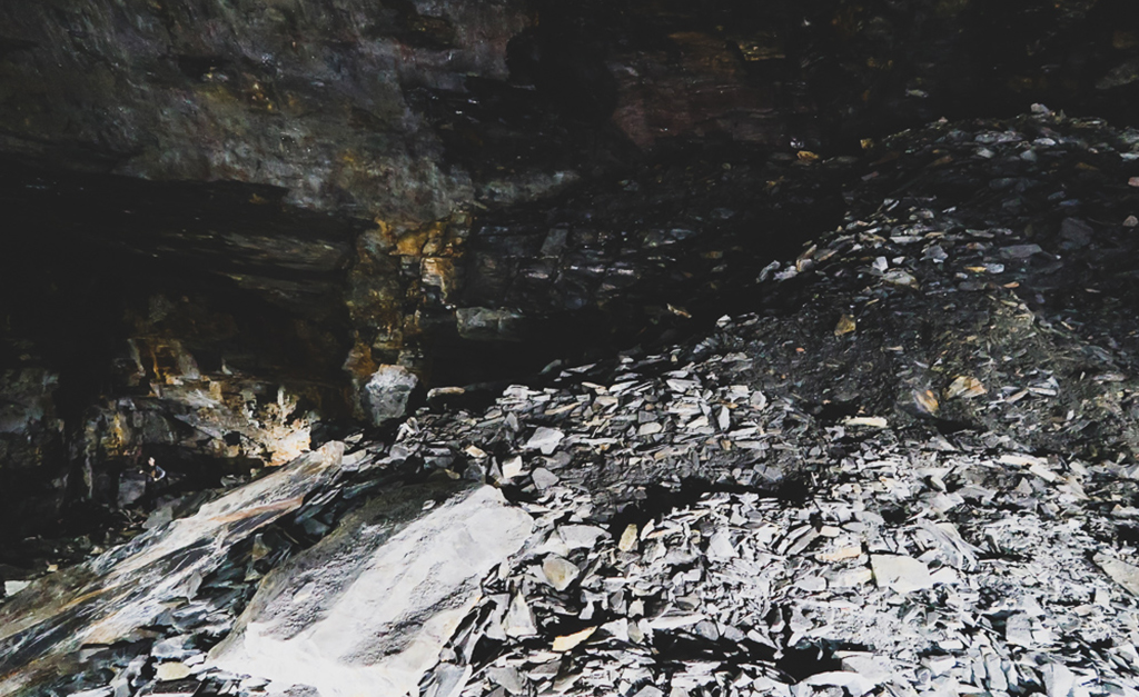 Resztki kamieni nie wydobyte z jaskini Carnglaze Caverns