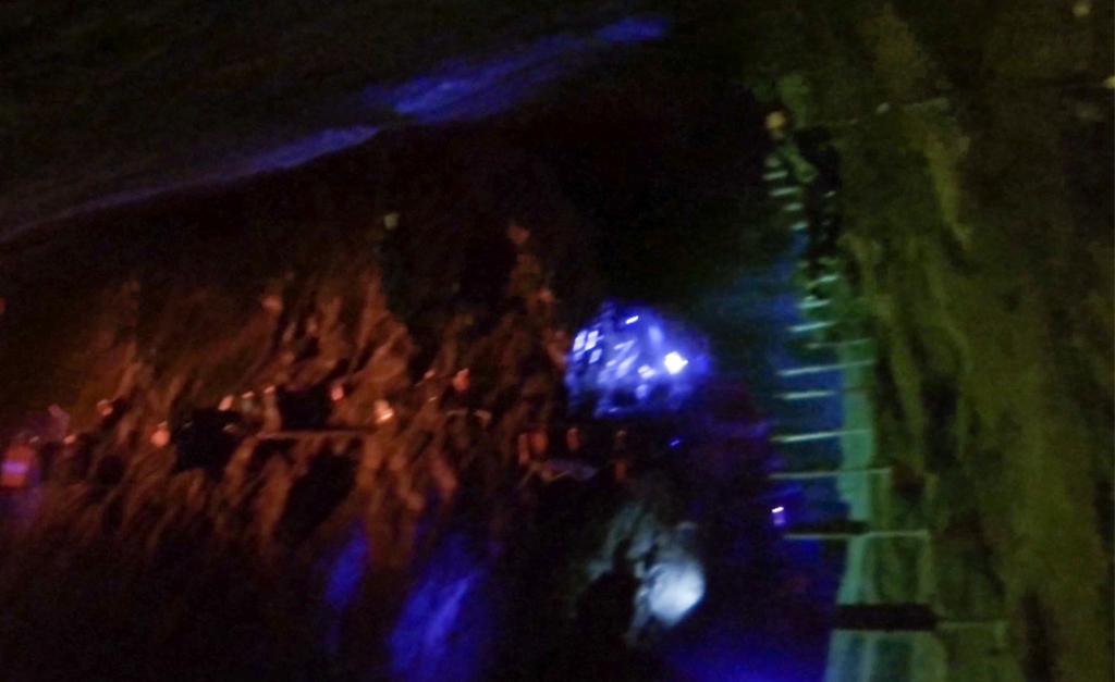 Ścieżka do przejścia jaskini caverns