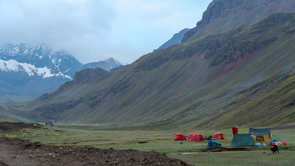 Camping Tęczowe Góry Cusco Peru