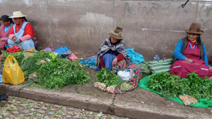 Każde miejsce jest dobre, by spróbować wyprzedać swoje towary! Peru, Cusco