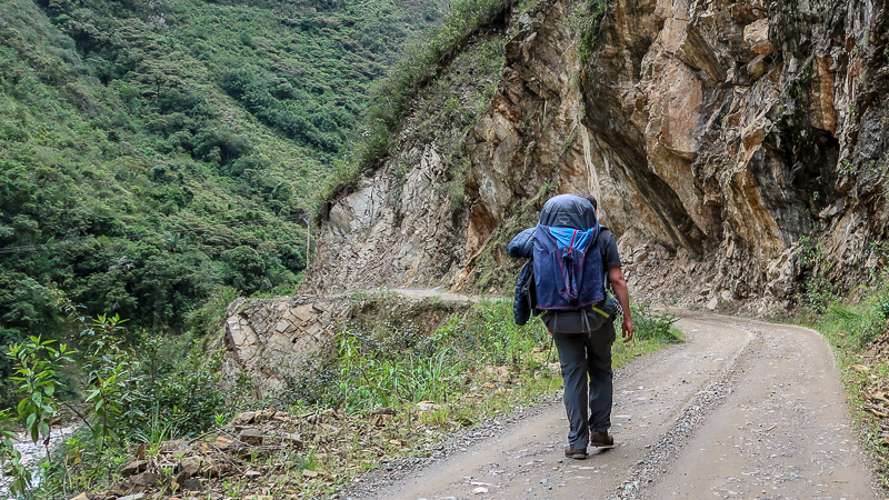Wzdłuż rzeki na szlaku Salkantay