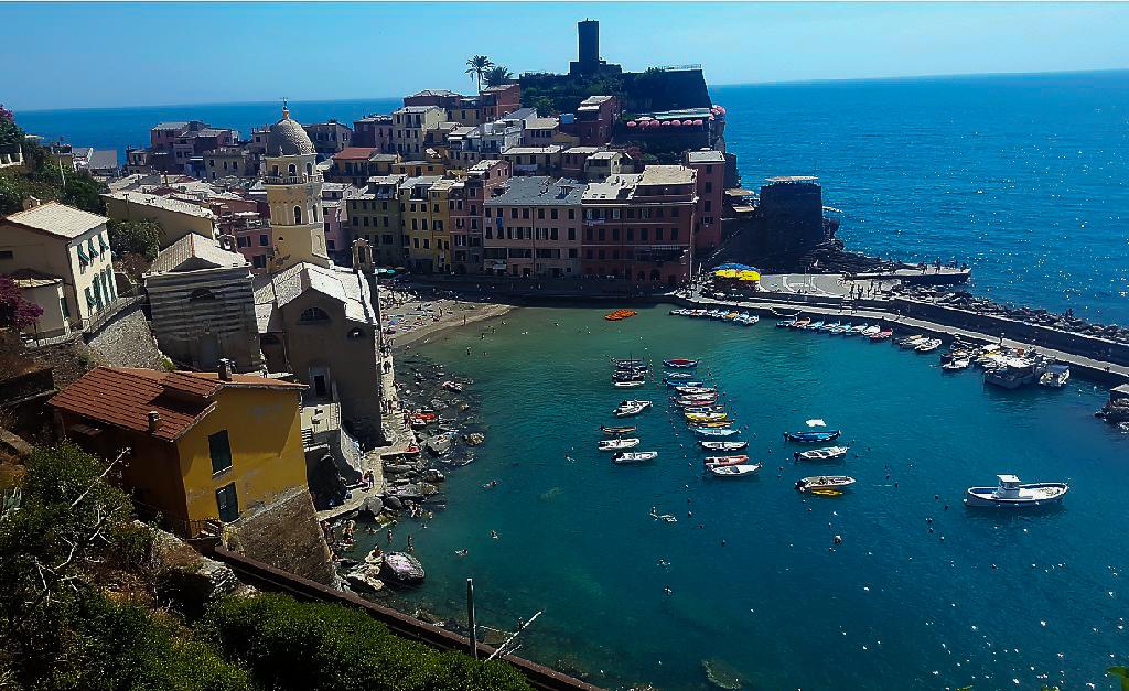 Widok na Port w Vernazza
