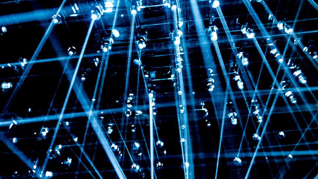 Spektakl świateł w muzeum światła w tokio, japonia