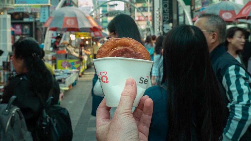 jedzenie uliczne w korei południowej - naleśniki hotteoki